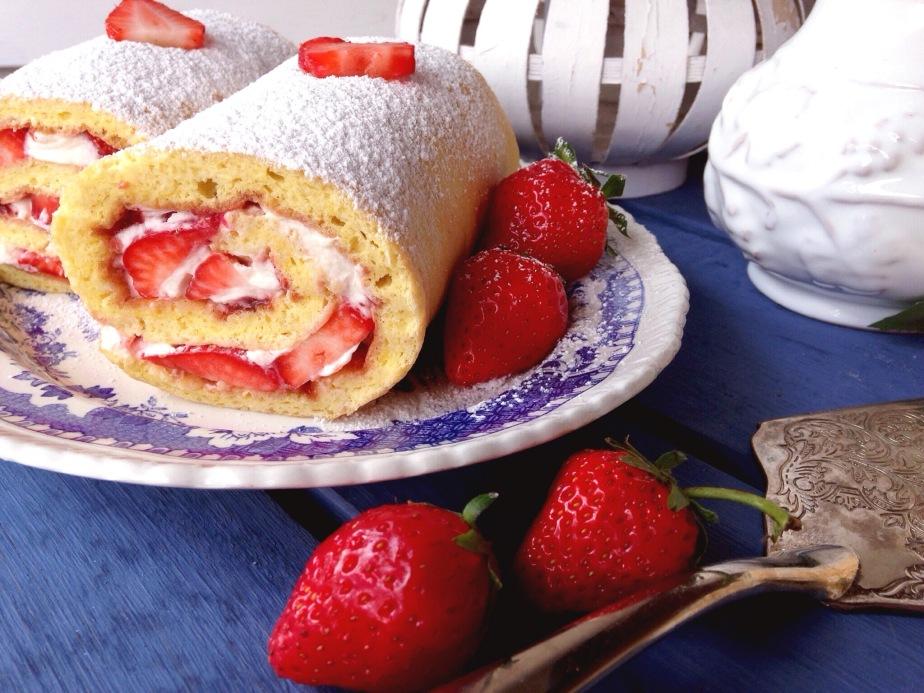 Seelentröster – Omas Erdbeer-Sahne-Roulade